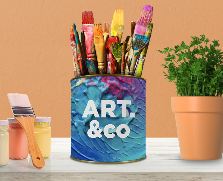 Como usar latas personalizadas na decoração e no seu negócio lata colorida com pinceis no atelie