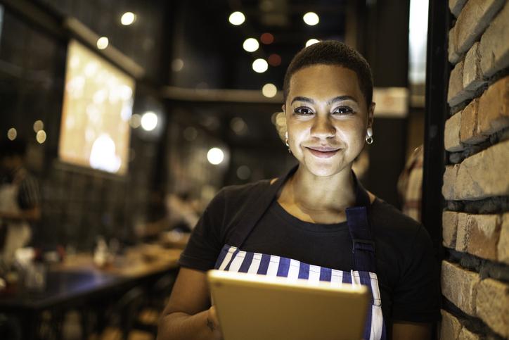 mulher empreendedora conectada