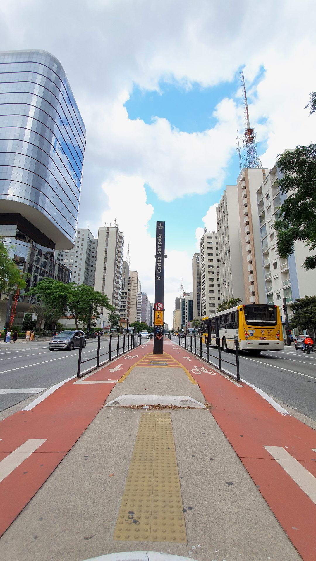 Andando pela Avenida Paulista